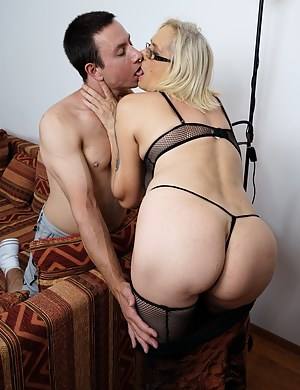 Big Ass Mom and Boy Porn Pictures