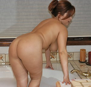 Big Ass Bathroom Porn Pictures